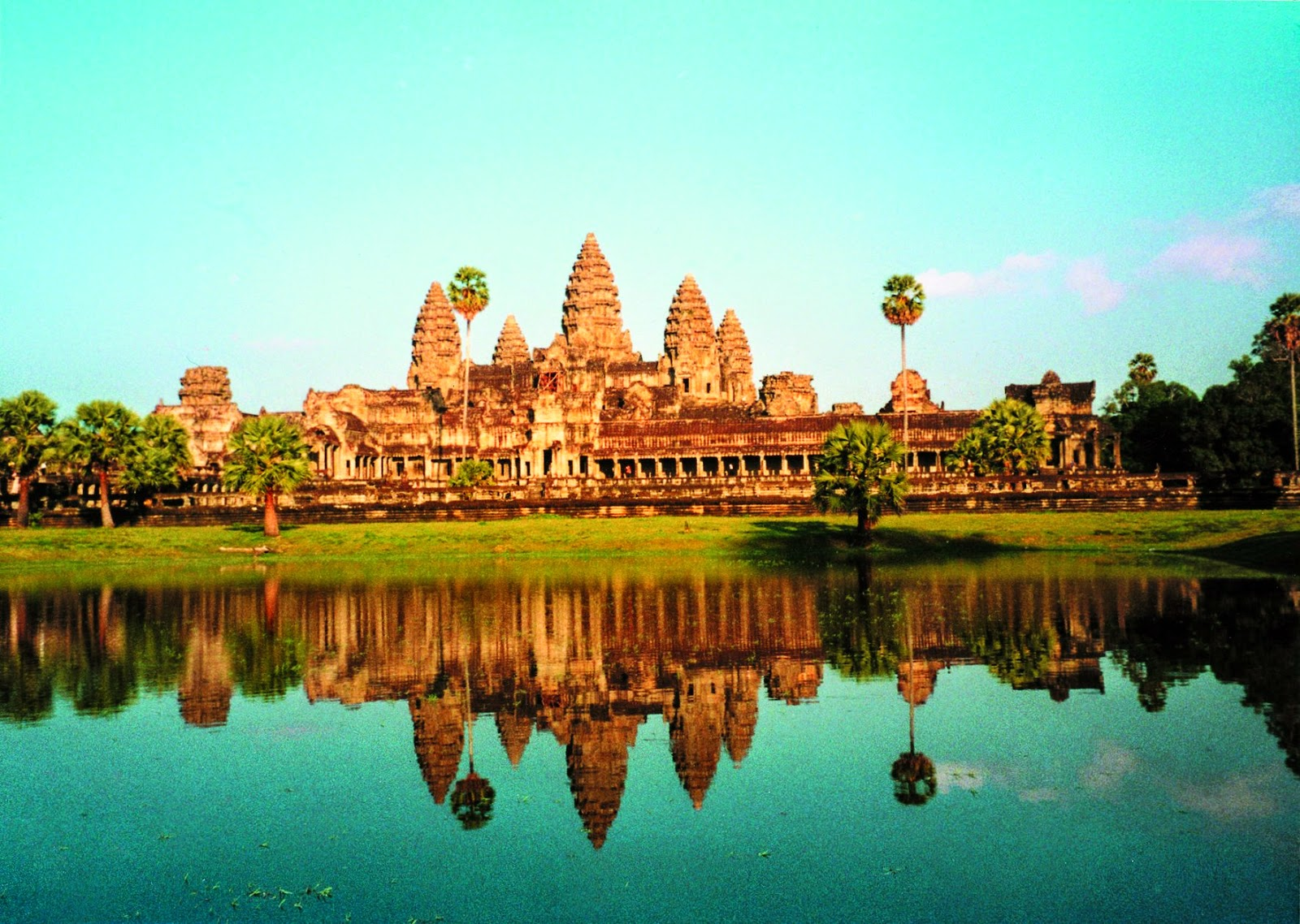 Angkor_from_Lake
