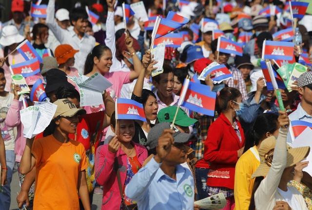 2016_asia_cambodia_garmentlabor